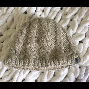 The North Face linen cable knit hat GUC